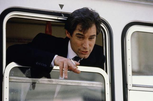 Тимоти Далтон в трамвае