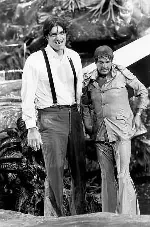 Это мы с Джеймсом. Он тут в бассейн упал, бедолага.