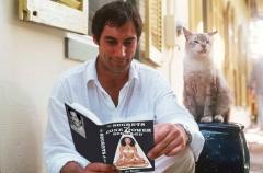Джеймс такой смешной, когда читает))))