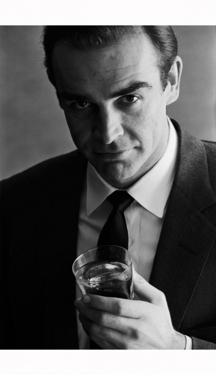 sean-connery-advertising-shoot-for-smirnoff-vodka-1962.jpeg