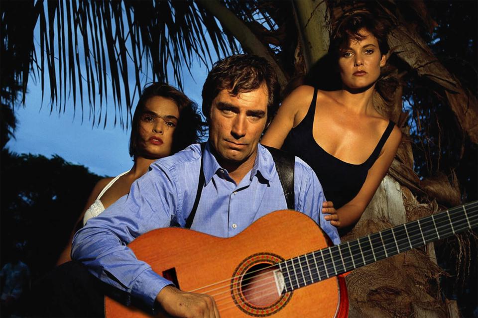 Сыграл девчонкам Underneath the Mango Tree, ну и Пачку сигарет, разумеется