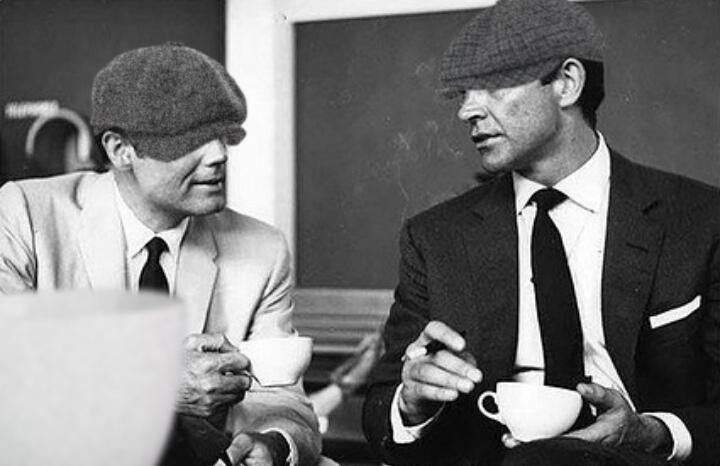 Американец и английский шпион 007